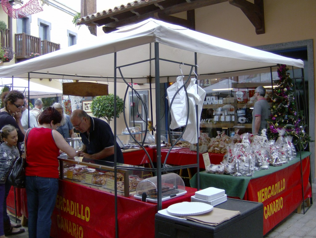 """""""4 Unmissable Markets to Buy Souvenirs of the Canary Islands"""""""