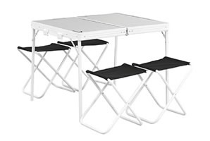 Mesa y sillas de jardín