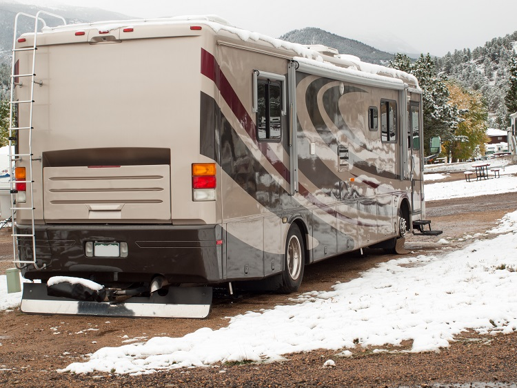 """9 Tips for Skiers Traveling with Their Motorhome"""