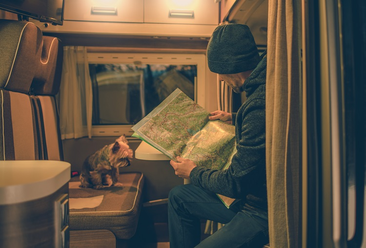 """Traveling in Motorhome 6 Things that you Should not Take in your Vacations"""