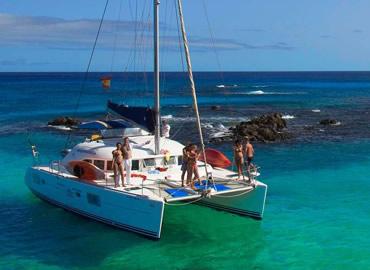 Navega de Fuerteventura a Lanzarote en catamarán privado