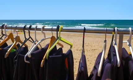 """""""Cómo Cuidar Tu Traje de Neopreno para Surfear en Fuerteventura"""""""