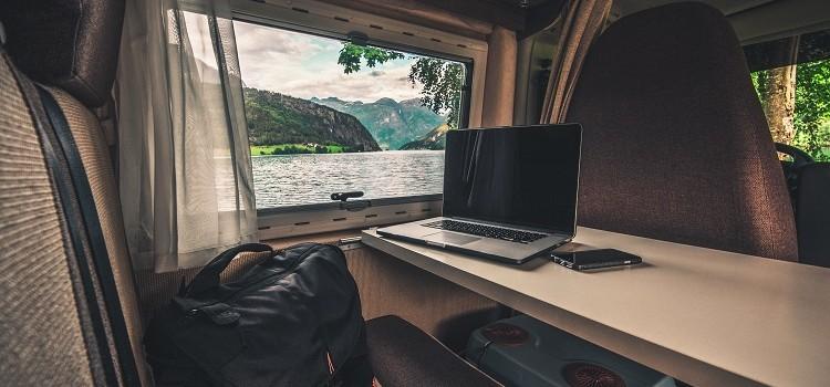 ¿Viajando en Autocaravana? 6 Ideas para Viajar y Hacer Dinero a la Vez