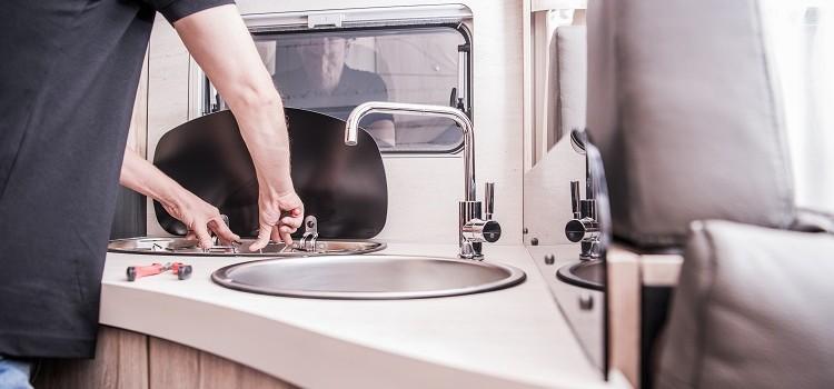 """""""Autocaravanas limpieza y pequeñas reparaciones que debes saber hacer"""""""